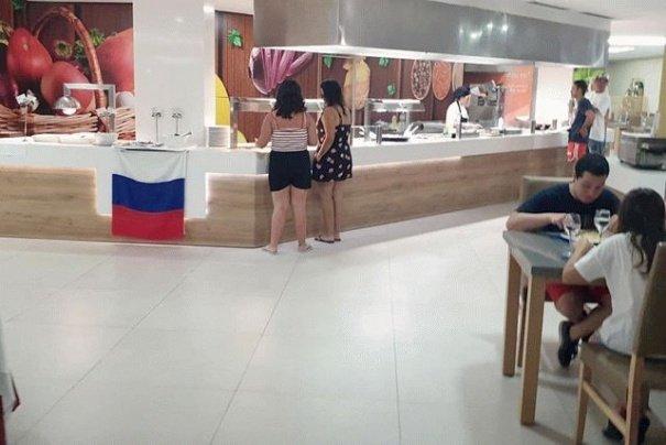 Скандалом закінчилася вечеря в Іспанському готелі, де українців цькували російським прапором