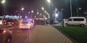 В Києві суддя на Mercedes збив підлітка на мотоциклі